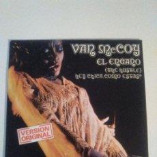 Discos de vinilo: VAN MCCOY EL ENGAÑO THE HUSTLE / HEY CHICA COMO ESTAS ( 1975 AVCO SP ). Lote 203387057