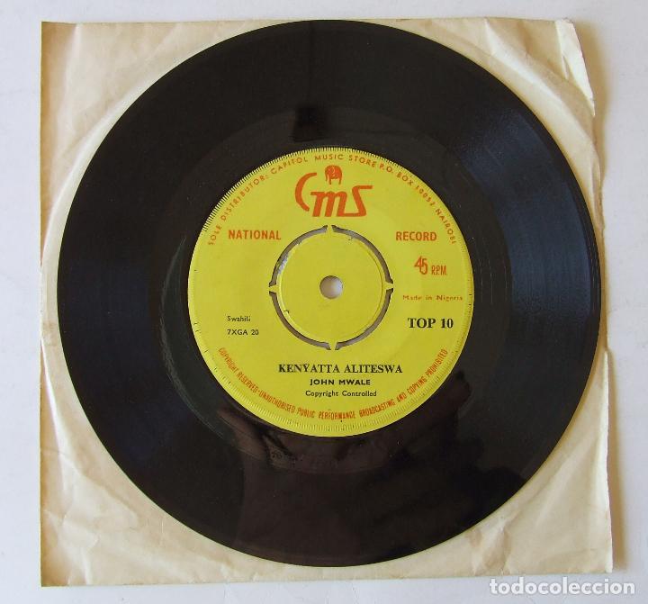 Discos de vinilo: SINGLE MUSICA AFRICANA JOHN MWALE KENYATTA ALITESWA SHIRIKISHOLA AFRICA NIGERIA KENIA - Foto 3 - 204054401