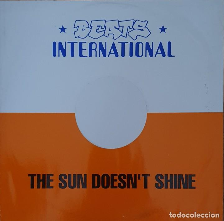 Discos de vinilo: Beats International – The Sun Doesnt Shine Sello: Go! Beat – GODX 59, Go! Beat – 869 521-1 Forma - Foto 2 - 204158453