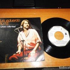 Discos de vinilo: LUIS EDUARDO AUTE DE PASO / LIBERTAD SINGLE VINILO PROMO 1983 LUIS MENDO SUBURBANO CONTIENE 2 TEMAS. Lote 204318308