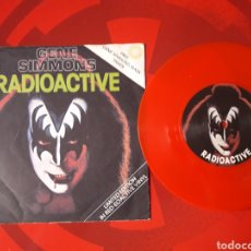 Discos de vinilo: KISS SINGLE VINILO ROJO GENE SIMMONS RADIOACTIVE / WHEN YOU WISH UPON A STAR. INGLATERRA 1978. Lote 205040362