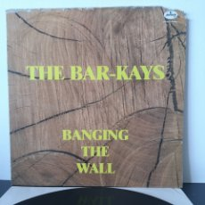 Discos de vinilo: THE BAR-KAYS. BANGING THE WALL. 1989. MERCURY.. Lote 205118181