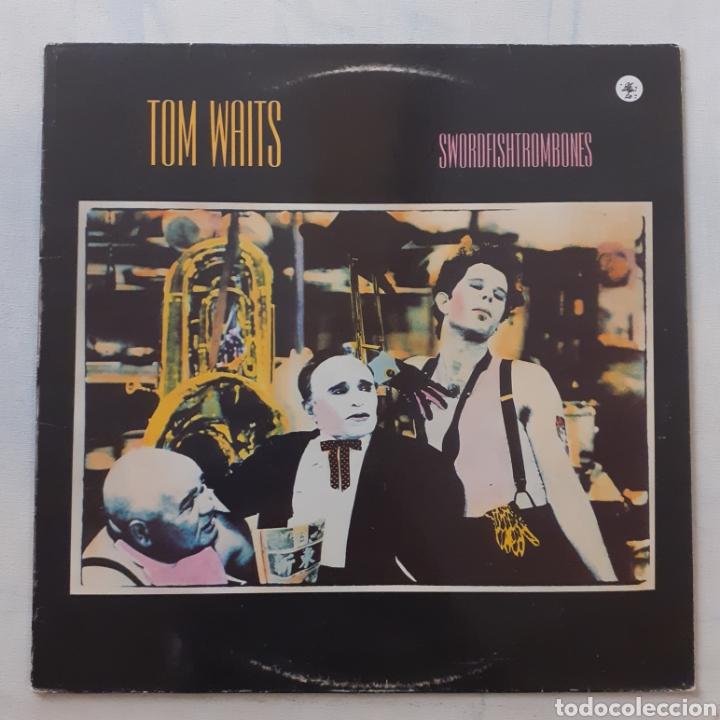 TOM WAITS. SWORDFISHTROMBONES. ISLAND 5B 205774. ESPAÑA 1989. FUNDA VG+. DISCO EX. (Música - Discos - LP Vinilo - Pop - Rock - New Wave Extranjero de los 80)