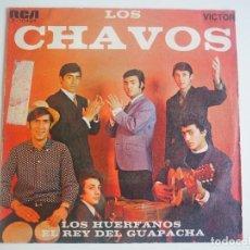 Discos de vinilo: LOS CHAVÓS SINGLE LOS HUÉRFANOS / REY DEL GUAPACHÁ (RCA, 1969). Lote 205537117