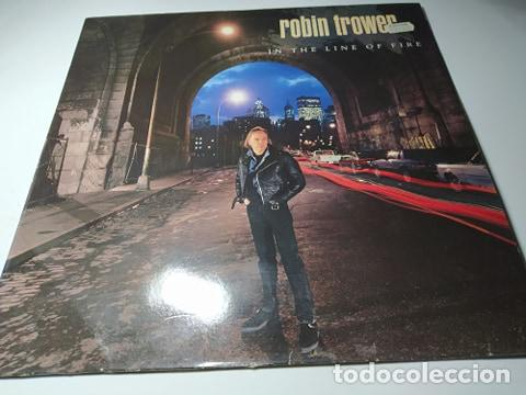 LP - ROBIN TROWER – IN THE LINE OF FIRE - 7567-82080-1 ( VG+ / VG+ ) EURO 1990 (Música - Discos - LP Vinilo - Heavy - Metal)
