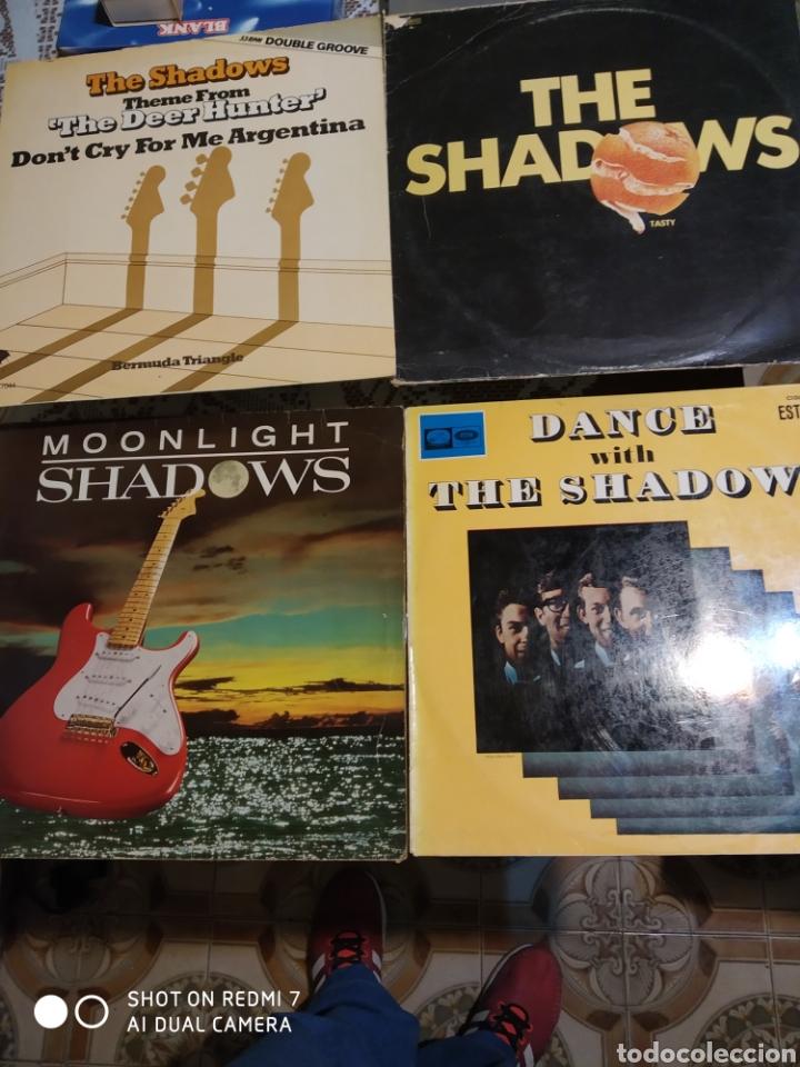 4 vinilos de THE SHADOWS. segunda mano