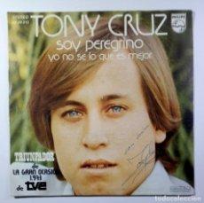 Discos de vinilo: TONY CRUZ - SOY PEREGRINO / YO NO SE LO QUE ES MEJOR - SINGLE 1973 - PHILIPS / FIRMADO??. Lote 205699335