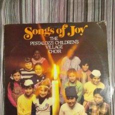 Discos de vinilo: VINILO INFANTIL SONGS OF JOY CORO DEL CORO DE LA VILLA PESTALOZZI EN INGLÉS 1983. Lote 205749278