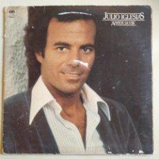 Discos de vinilo: DISCO DE VINILO DE JULIO IGLESIAS EN FRANCES 'AIMER LA VIE' DEL AÑO 1978.. Lote 205812112