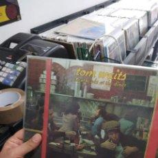 Discos de vinilo: LP DOBLE TOM WAITS NIGHTHAWKS AT THE DINNER MUY BUEN ESTADO. Lote 206120323