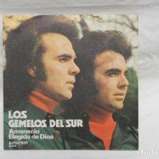 Discos de vinilo: LOS GEMELOS DEL SUR, SINGLE, AMANECIO / ELEGIDA DE DIOS. 1973. Lote 206194175