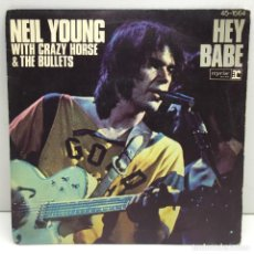 Discos de vinilo: DISCO SINGLE VINILO - NEIL YOUNG - WITH CRAZY HORSE & BULLETS - HEY BABE - AÑO 1977. Lote 206311572