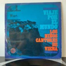 Discos de vinilo: LOS NIÑOS CANTORES DE VIENA. VIAJE POR EL MUNDO.. Lote 206344451