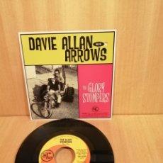 Discos de vinilo: DAVE ALLAN AND ARROWS. THE GLORY STOMPERS. THE BORN LOSERS THEME.. Lote 206387745