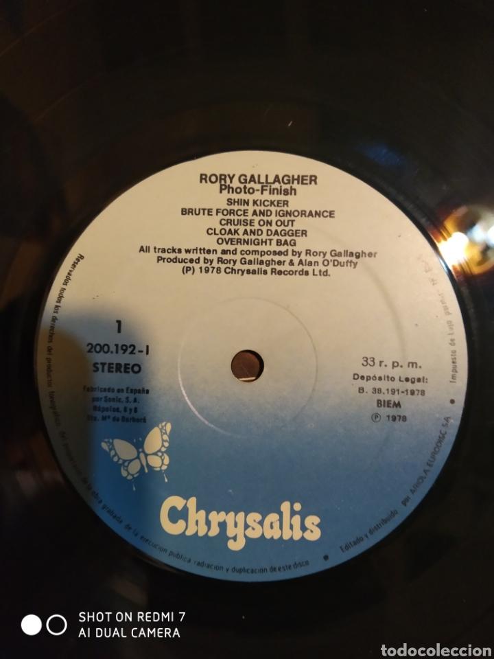 Discos de vinilo: Rory Gallagher. Photo-finish. LP. Contiene encarte. - Foto 2 - 206400922