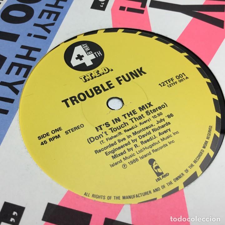 Discos de vinilo: DOBLE LP - DISCOS - 2 VINILOS - TROUBLE FUNK - IT IS IN THE MIX - AÑO 1986 - Foto 4 - 206428760