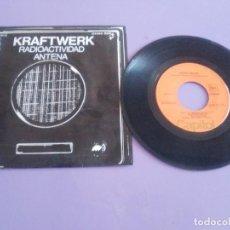 Disques de vinyle: GENIAL SINGLE ELECTRONICA. KRAFTWERK - RADIOACTIVIDAD + 1 - SPAIN 1976. CAPITOL 1 J 006 82.119. Lote 206469455