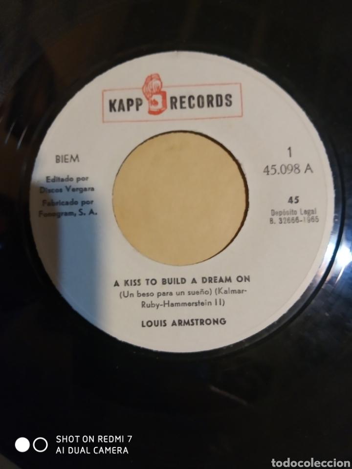 Discos de vinilo: Louis Armstrong. Un beso para un sueño y Se mi compañera. - Foto 2 - 206839372