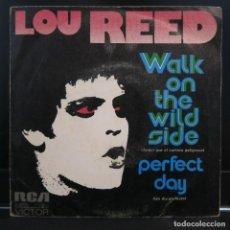 Discos de vinilo: LOU REED SINGLE WALK ON THE WILD SIDE 1973. Lote 206949916