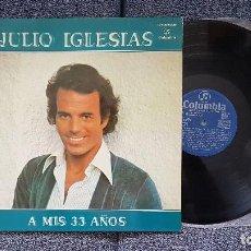 Discos de vinilo: JULIO IGLESIAS - A MIS 33 AÑOS.CARÁTULA DOBLE CON LETRA DE CANCIONES.EDITADO POR COLUMBIA. AÑO 1.977. Lote 207138952