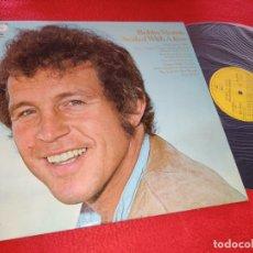 Discos de vinilo: BOBBY VINTON SEALED WITH A KISS LP 1972 EPIC ESPAÑA SPAIN EXCELENTE ESTADO. Lote 207198221