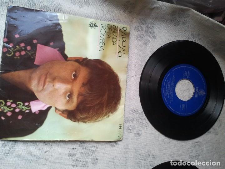 Discos de vinilo: Tres discos de vinilo retro de Raphael, Mike Kennedy y la Compañía. Antiguos DJ - Foto 2 - 207724507