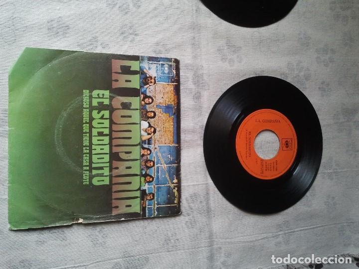 Discos de vinilo: Tres discos de vinilo retro de Raphael, Mike Kennedy y la Compañía. Antiguos DJ - Foto 3 - 207724507