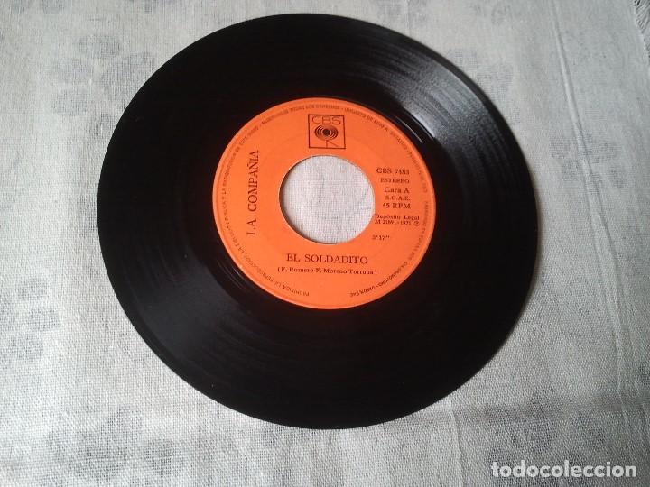 Discos de vinilo: Tres discos de vinilo retro de Raphael, Mike Kennedy y la Compañía. Antiguos DJ - Foto 8 - 207724507