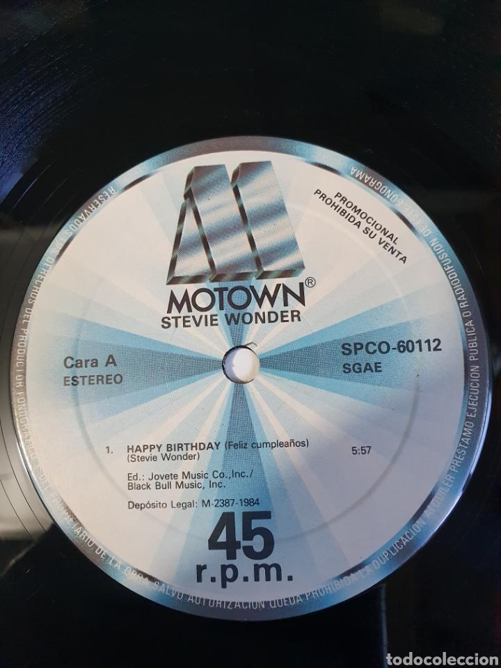 Discos de vinilo: Stevie Wonder / Rev. Martin Luther King - Happy Birthday, promo Motown, 1984, españa. - Foto 5 - 208414597