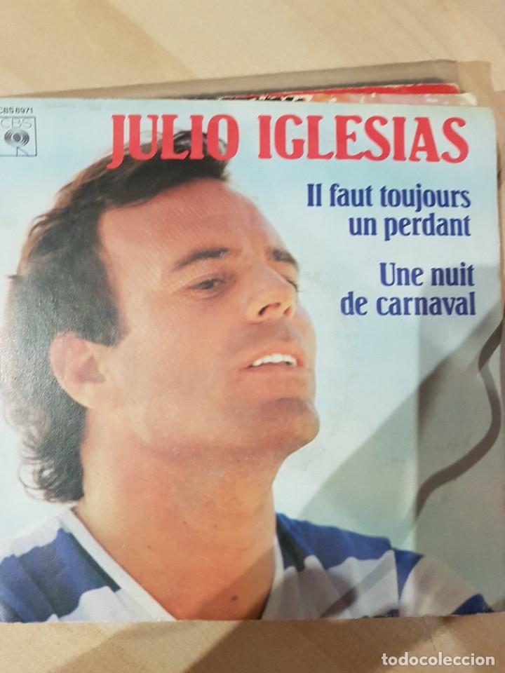 JULIO IGLESIAS - 2 SINGLES MUY RAROS EN FRANCÉS HEY Y POBRE DIABLO (Música - Discos - LP Vinilo - Bandas Sonoras y Música de Actores )