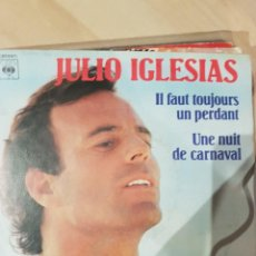 Discos de vinilo: JULIO IGLESIAS - 2 SINGLES MUY RAROS EN FRANCÉS HEY Y POBRE DIABLO. Lote 208772967