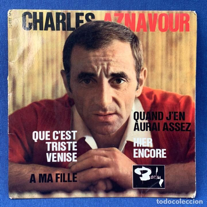 SINGLE CHARLES AZNAVOUR - QUE C´EST TRISTE VENISE - FRANCIA (Música - Discos - Singles Vinilo - Canción Francesa e Italiana)