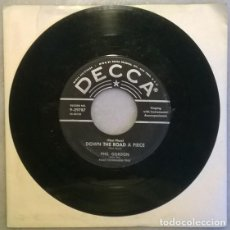 Discos de vinilo: PHIL GORDON.(THE PLACE) DOWN THE ROAD PIECE/ I'M GONNA MOVE TO THE OUTSKIRTS OF TOWN. DECCA USA 1956. Lote 210613638