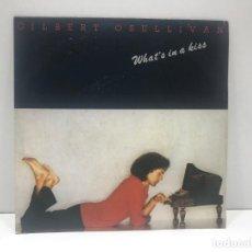 Discos de vinilo: GILBERT O´SULLIVAN - WHAT´S IN A KISS / DOWN DOWN DOWN - SINGLE 1980. Lote 210799142