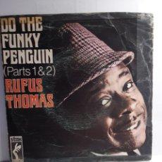 Discos de vinilo: DO THE FUNKY PENGUIN (PARTS 1&2) RUFUS THOMAS. Lote 210945325