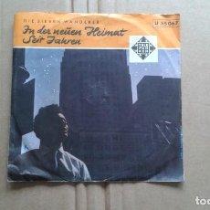 Discos de vinilo: DIE SIEBEN WANDERER - IN DER NEUEN HEIMAT SINGLE 1958 EDICION ALEMANA. Lote 211395460