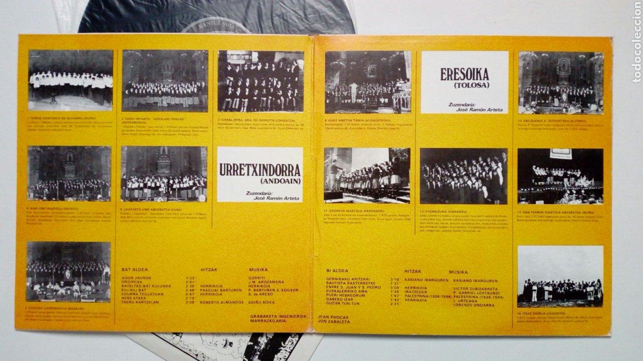 Discos de vinilo: LP: EUZKO ABESLARI TXIKIEN ALKARTASUNA - Kantari (Xoxoa, 1979) - conserva hoja interior con letras - - Foto 3 - 211461414