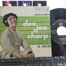 Discos de vinilo: DEE DEE SHARP SINGLE CABALGANDO ESPAÑA 1962 ESCUCHADO. Lote 211774471