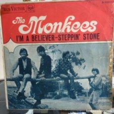 Discos de vinilo: THE MONKEES - I´M A BELIEVER / STEPPIN´STONE ESPAÑOL 1967. Lote 211898477