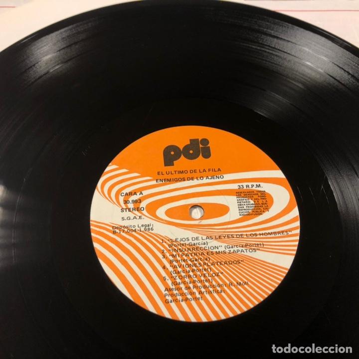 """Discos de vinilo: - L.P. VINILO - EL ÚLTIMO DE LA FILA """"ENEMIGOS DE LO AJENO"""" (PDI 1986). DEDICADO POR QUIMI Y MANOLO - Foto 6 - 212309523"""