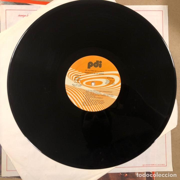 """Discos de vinilo: - L.P. VINILO - EL ÚLTIMO DE LA FILA """"ENEMIGOS DE LO AJENO"""" (PDI 1986). DEDICADO POR QUIMI Y MANOLO - Foto 7 - 212309523"""