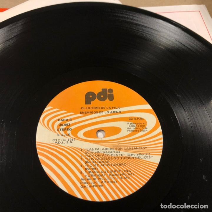 """Discos de vinilo: - L.P. VINILO - EL ÚLTIMO DE LA FILA """"ENEMIGOS DE LO AJENO"""" (PDI 1986). DEDICADO POR QUIMI Y MANOLO - Foto 8 - 212309523"""
