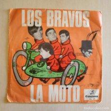Discos de vinilo: LOS BRAVOS - LA MOTO / LA PRIMERA AMISTAD - SINGLE DEL SELLO COLUMBIA DEL AÑO 1966 VINILO EXCELENTE. Lote 213425620