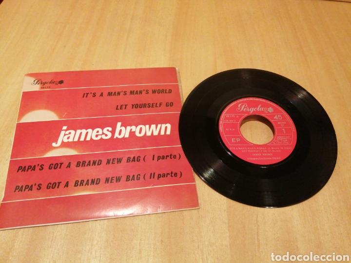 JAMES BROWN. IT'S A MAN'S MAN'S... EP (Música - Discos de Vinilo - EPs - Funk, Soul y Black Music)