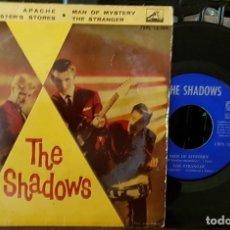 Discos de vinilo: THE SHADOWS - APACHE - TIENE FIRMAS EN LA PARTE DE ATRÁS. Lote 213643698