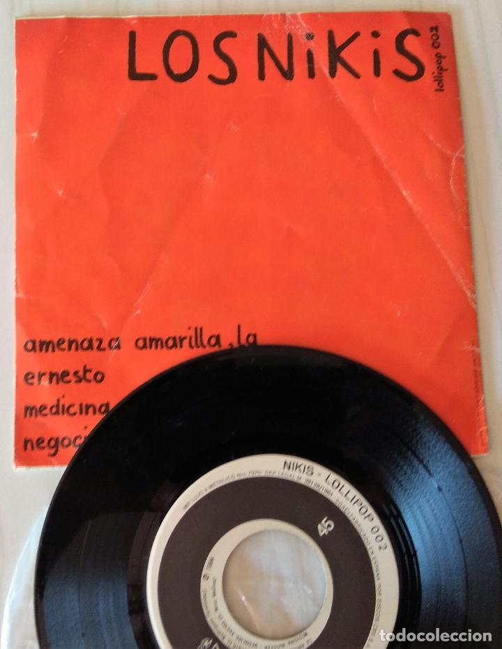 Discos de vinilo: LOS NIKIS - LA AMENAZA AMARILLA LOLLIPOP - 1982 - Foto 2 - 213644655