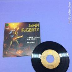 Discos de vinilo: SINGLE JOHN FOGERTY -- COMIN' DOWN THE ROAD -- RICHOCHET -- VG. Lote 213682768