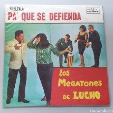 Discos de vinilo: LP LOS MEGATONES DE LUCHO - SUELTALA PA' QUE SE DEFIENDA (VENEZUELA, DISCOMODA, 1970)CUMBIA GUARACHA. Lote 213746192