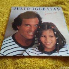Discos de vinilo: 79- LO DISCO VINILO. JULIO IGLESIAS. DE NIÑA A MUJER. TIENE UNA RAYA COMO SE VE.. Lote 213825165