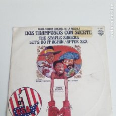 Discos de vinilo: THE STAPLE SINGERS DOS TRAMPOSOS CON SUERTE LETS DO IT AGAIN / AFTER SEX ( 1977 HISPAVOX ESPAÑA ). Lote 214040540